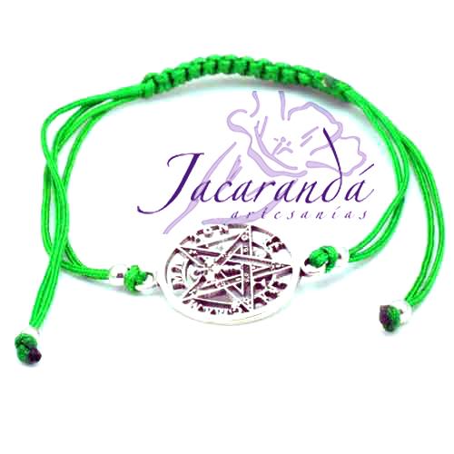 Pulsera hilo de seda verde, cierre macrame, centro tetragramaton 2 cm
