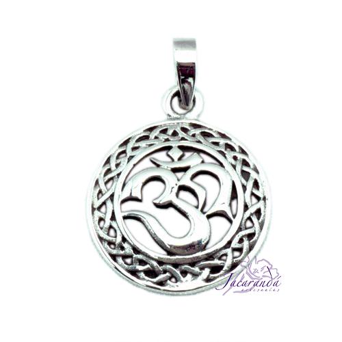 Colgante de Plata Amuleto del OM con Nudos Celtas