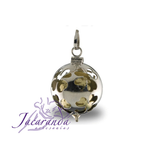 Llamador de ángeles de plata calada con diseño de trébol de la suerte en 18 mm