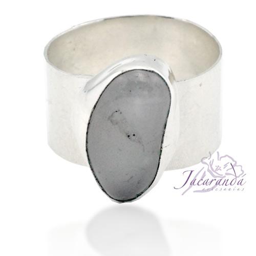 Anillo de alpaca enchapado en plata diseño ancho con piedra de Cristal de Roca