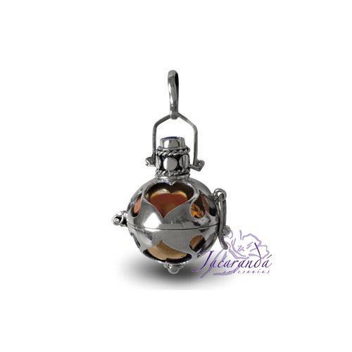 Llamador de ángeles de plata calado con corazones en 18 mm