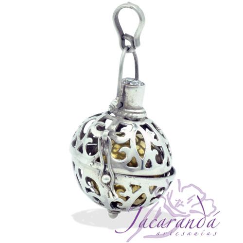 Llamador de ángeles de plata calado con circón de cristal en 22 mm
